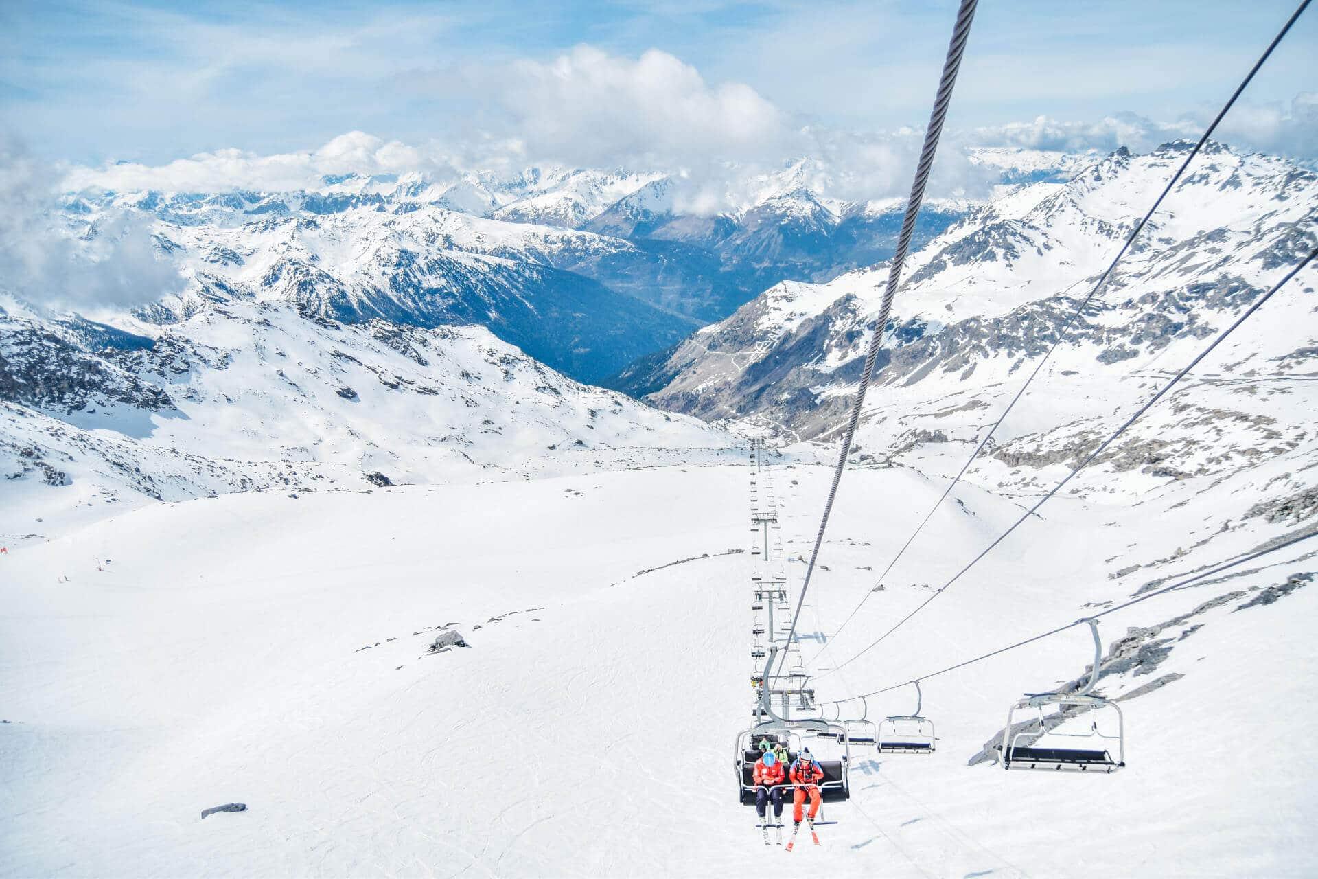 DLaczego warto jeździć na narty do Francji?
